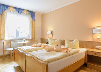 Gemütliche Einzel- und Doppelzimmer stehen zur Übernachtung zur Verfügung