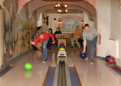 Auf unserer Bowlingbahn mit 2 Bahnen sind Spaß und gute Laune garantiert!
